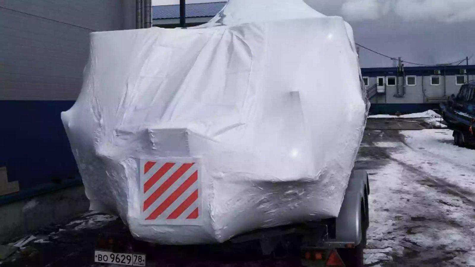 Упаковка яхты в термоусадочную пленку 8 метров длиной