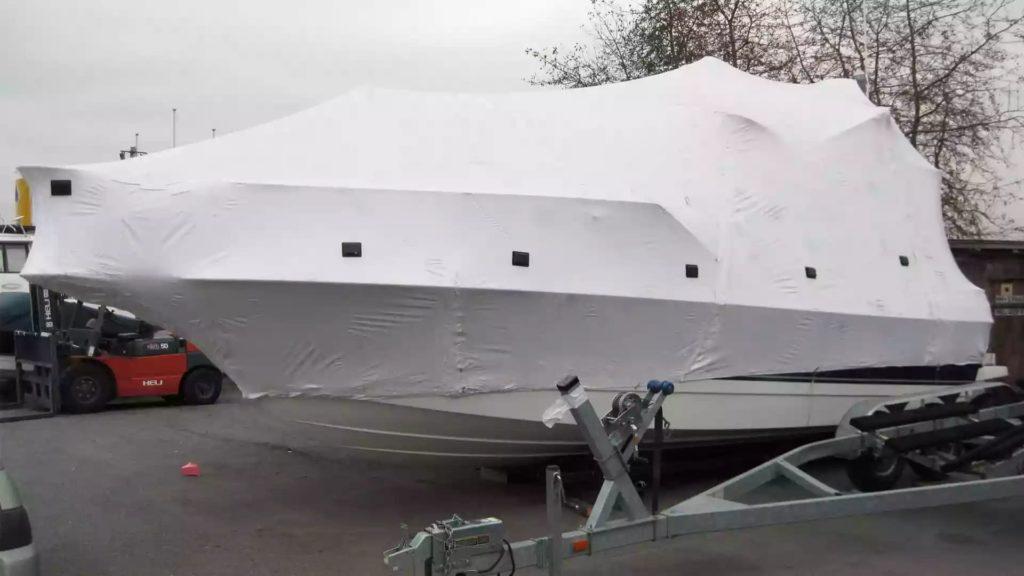 Упаковка яхты для хранения в зимний период в термоусадочную пленку