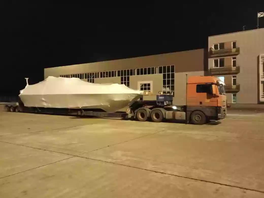 Укрытие катера 21 метр длиной для ремонта палубы