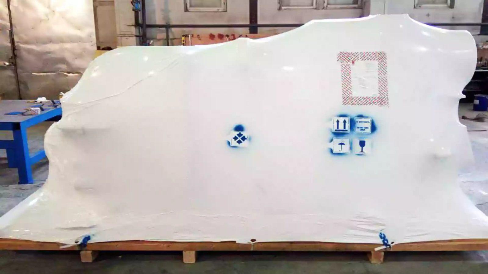 Маркировка груза для транспортировки в термоусадочной пленке