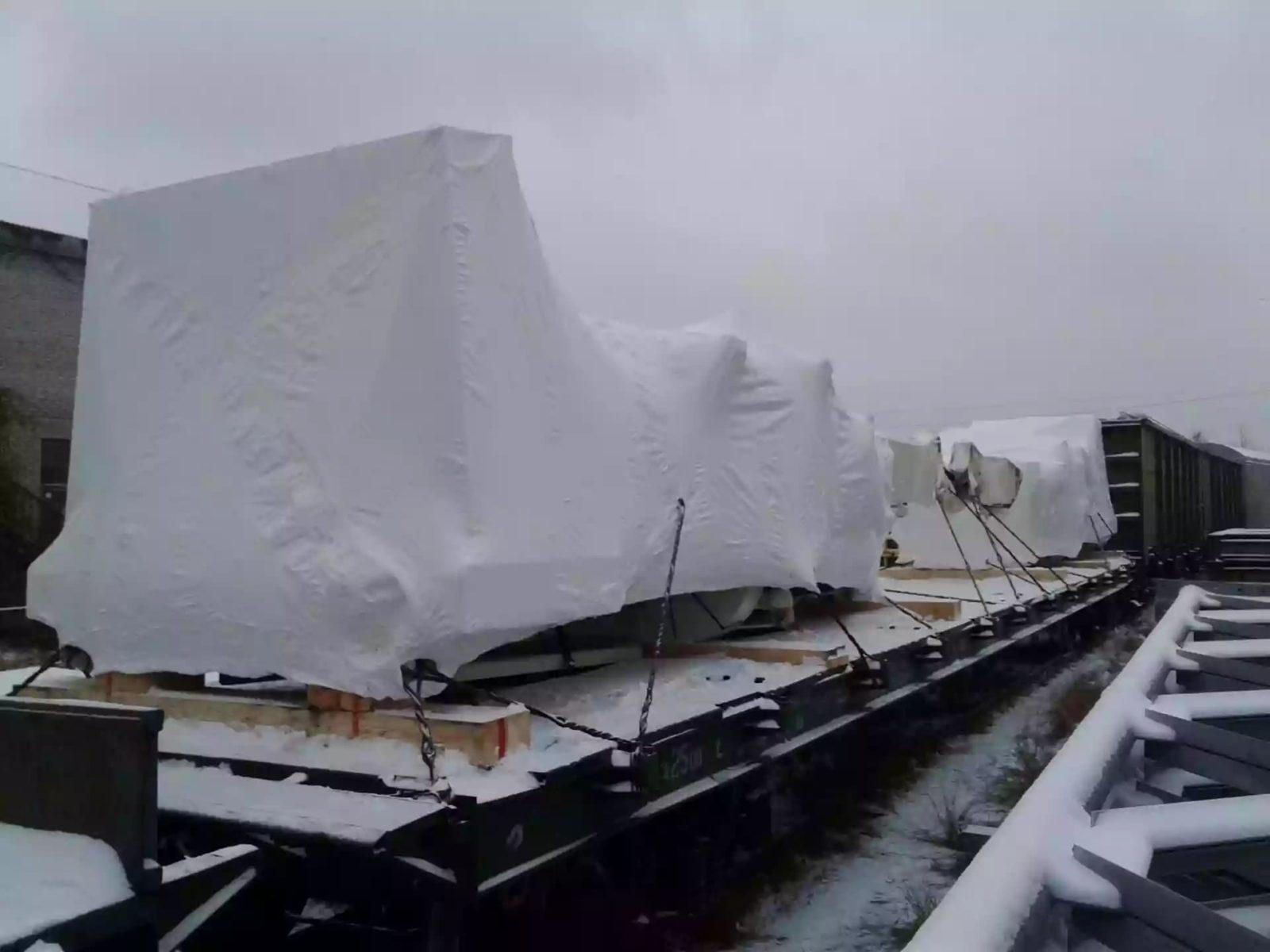 Упаковщики FasyPack укрыли оборудование в промышленную термоусадочную пленку
