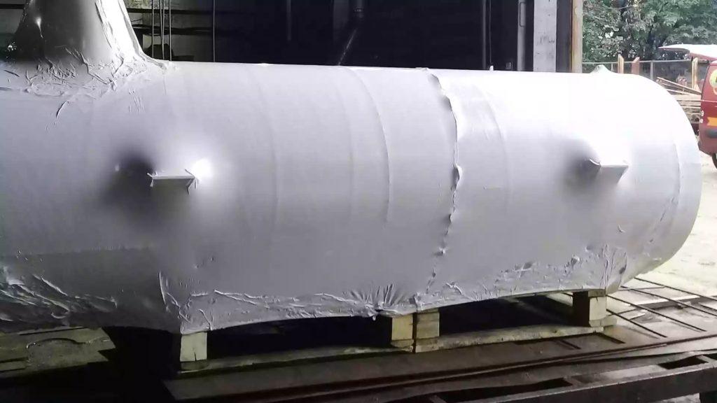 Чтобы запаковать большой промышленный резервуар длиной 5 метров используем пленку fastpack