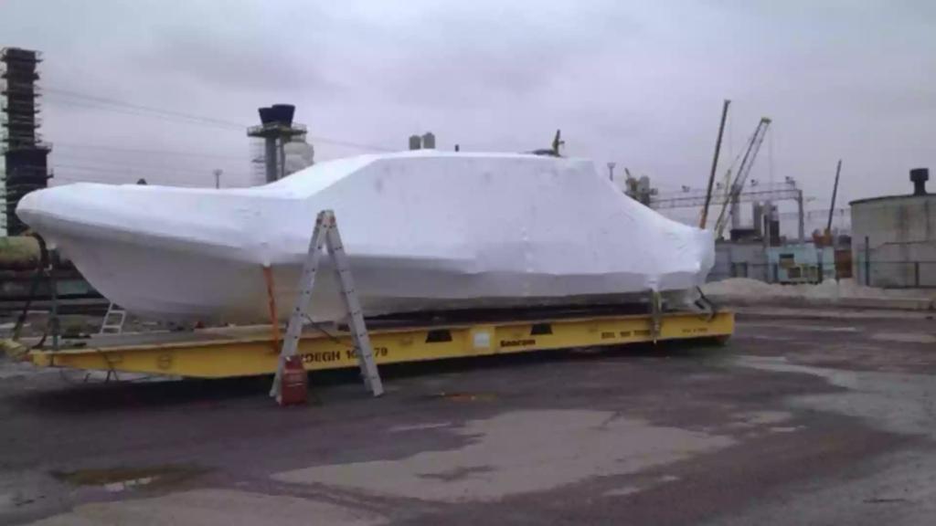 Упаковка яхты для транспортировки в термоусадочную пленку за 60 минут