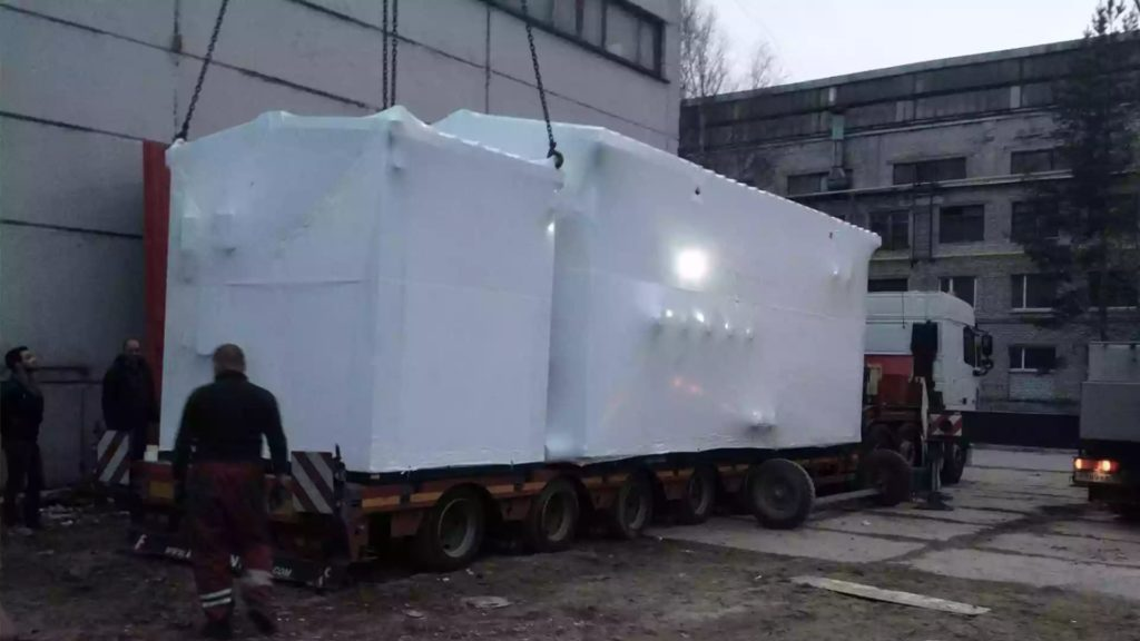 Упаковка оборудования для перевозки в термоусадочную пленку 190 мкм.
