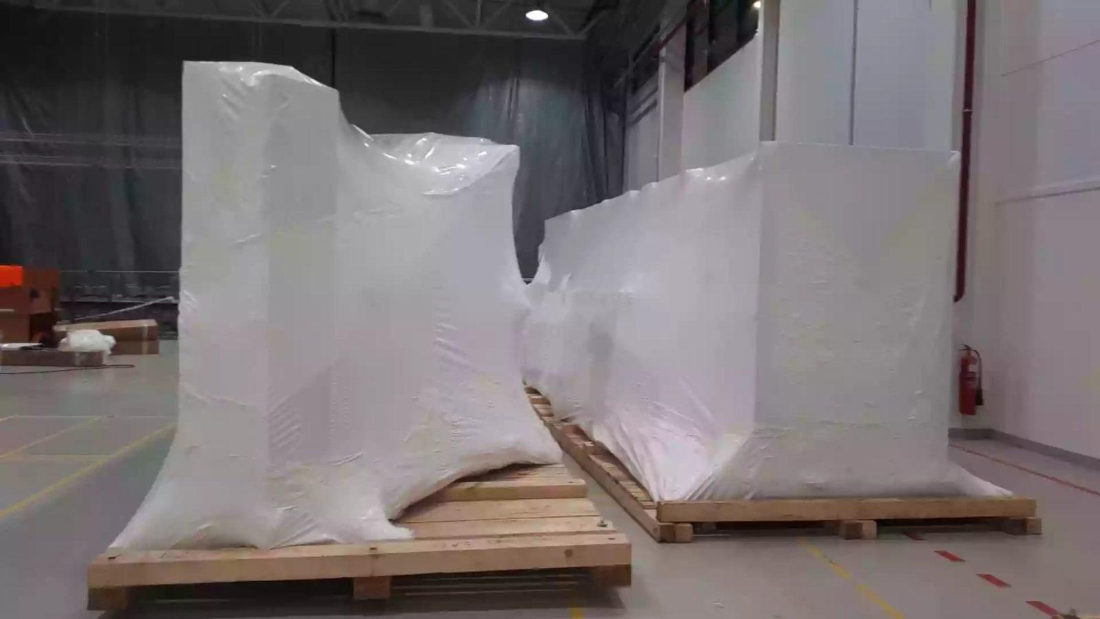 Упаковка оборудования в пленку 210 микрон для транспортировки в страну дальнего зарубежья