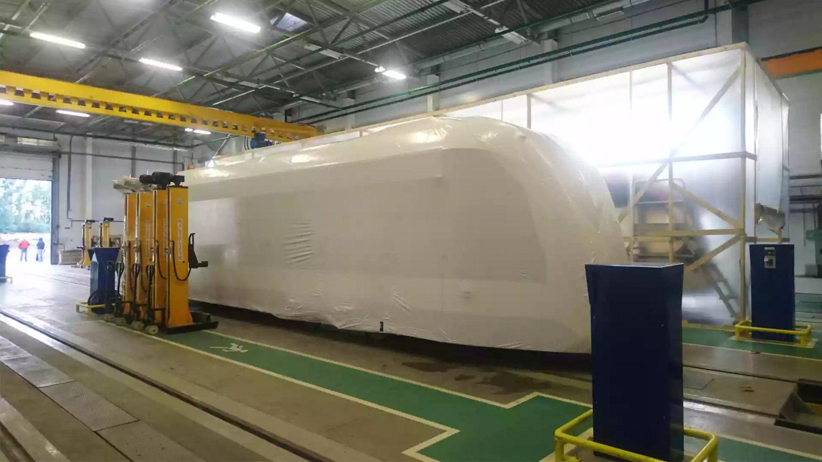 Технология упаковки вагонов это укрытие объекта, формирование складок, натягивание стропы