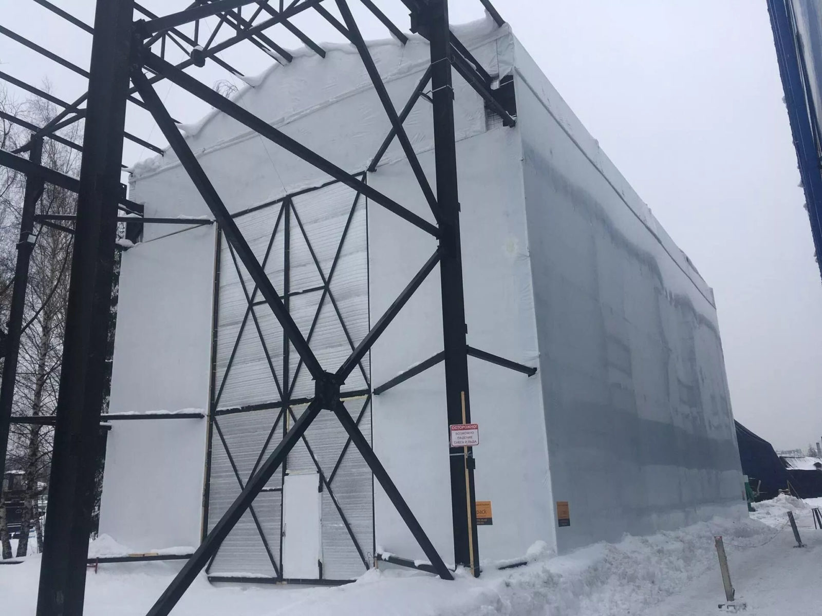 Монтаж укрытия из термоусадочной пленки для крупногабаритного судна