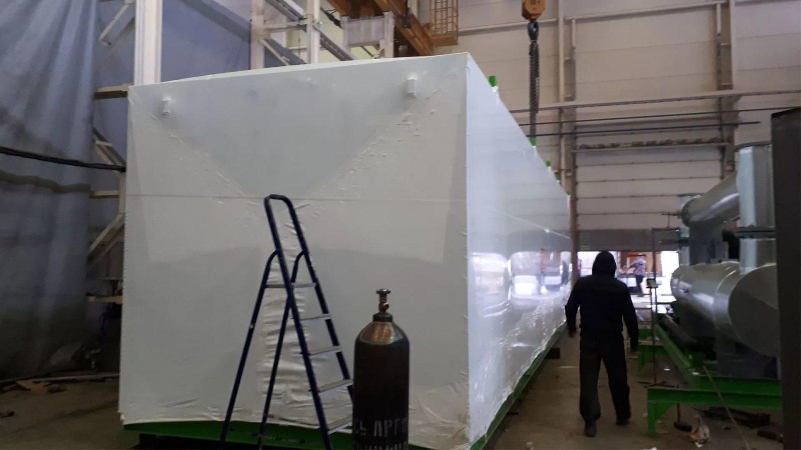 Для защиты крупногабаритного оборудования на время транспортировки, FastPack произвел упаковку в промышленную термоусадочную пленку.