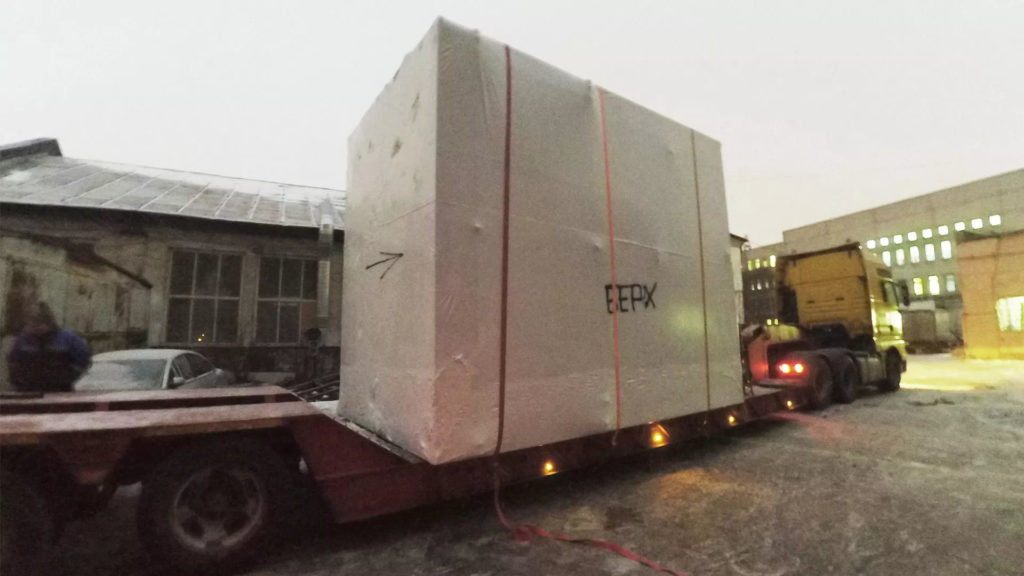 Упаковка электротехнического оборудования в термоусадочную пленку