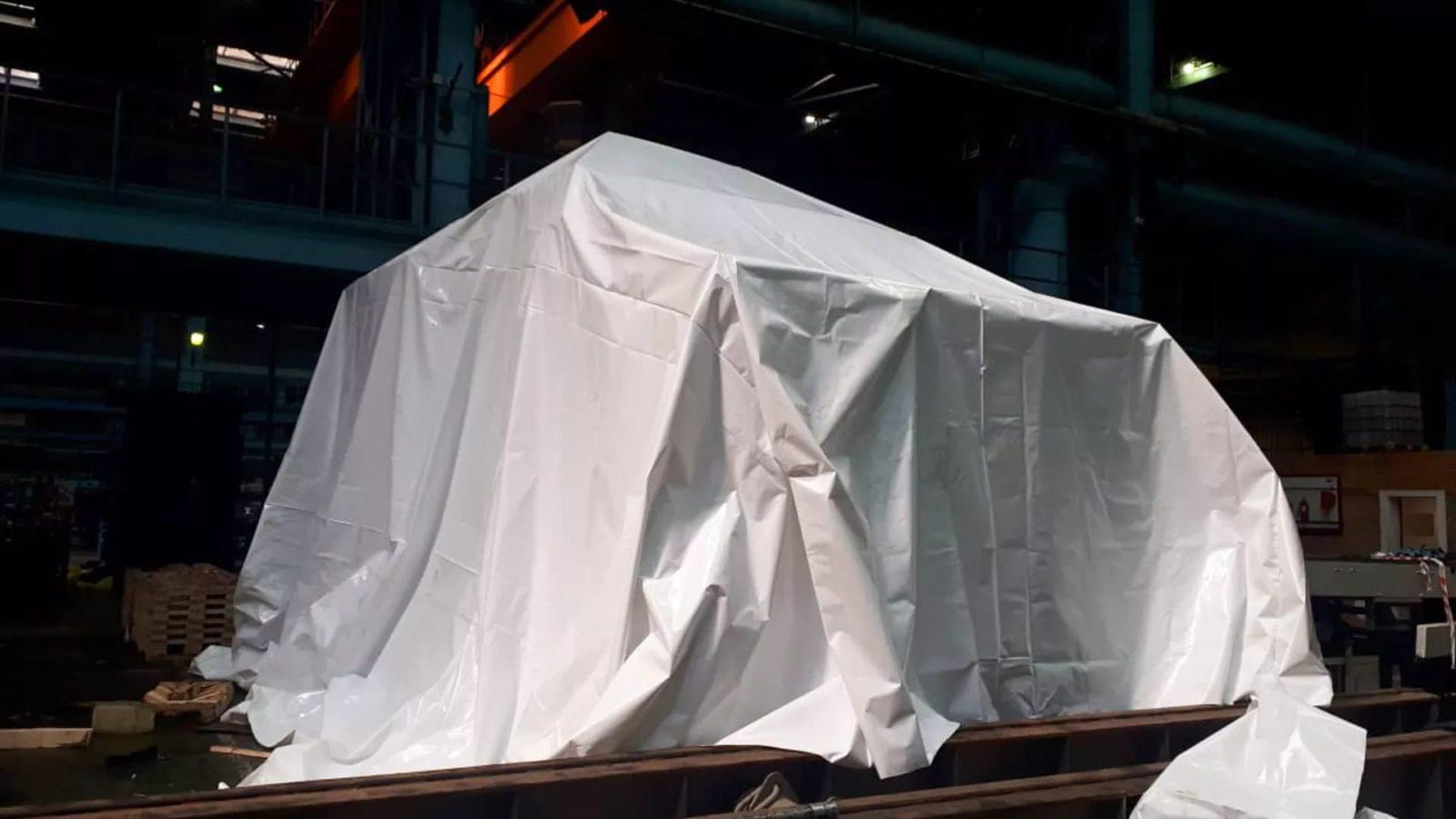 Пленка полиэтиленовая термоусадочная полотно используется для упаковки больших промышленных объектов