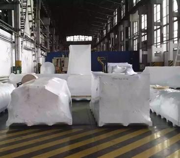 Пленка для групповой упаковки - этот способ подходит и для модульных товаров или, если оборудование требует сборки на месте.