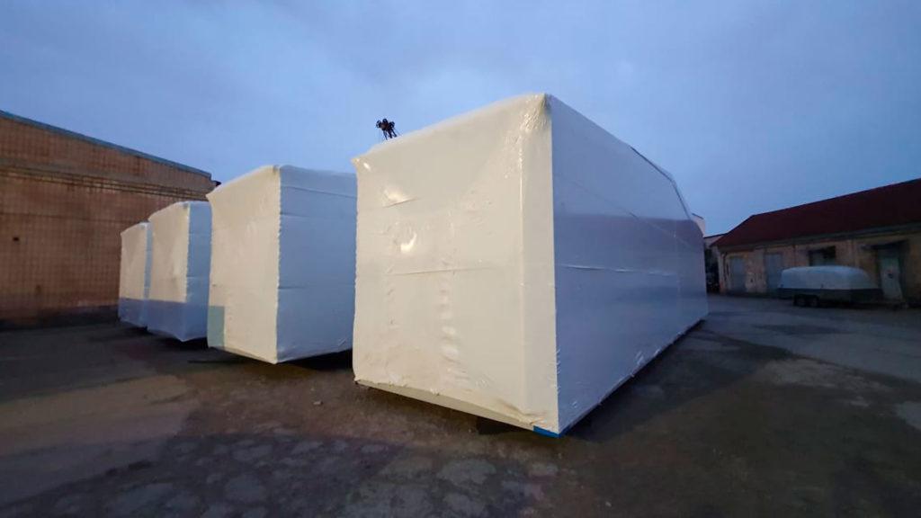 Упаковку груза в Челябинске в промышленную термоусадочную пленку Фастпэк делали наши работникиFastPack силами работников производства