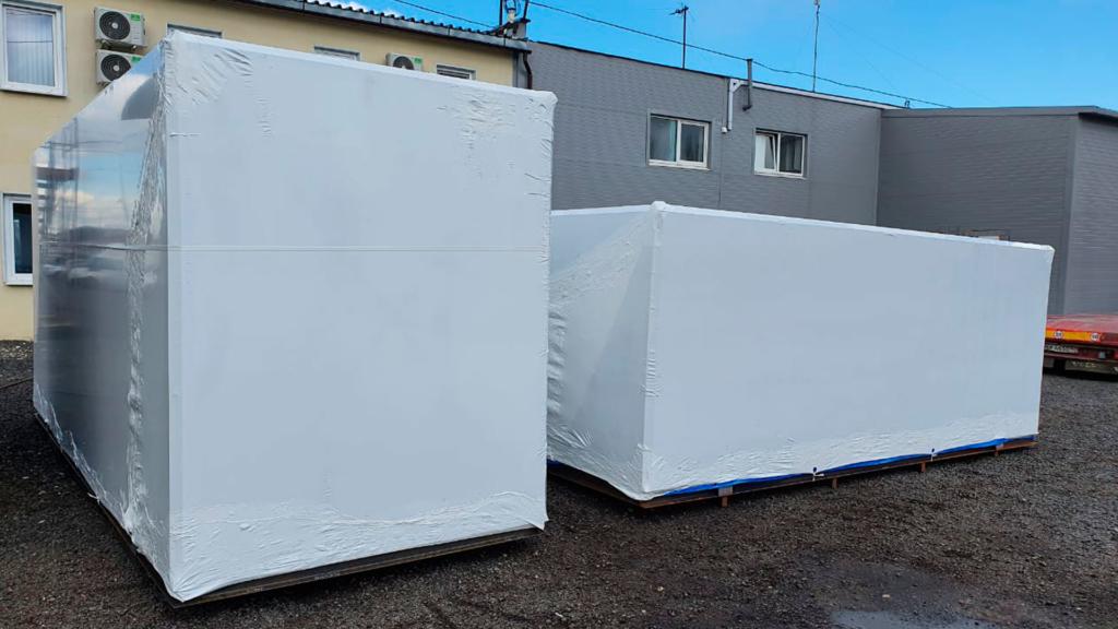 Упаковка груза в Ступино в промышленную термоусадочную пленку FastPack силами работников производства