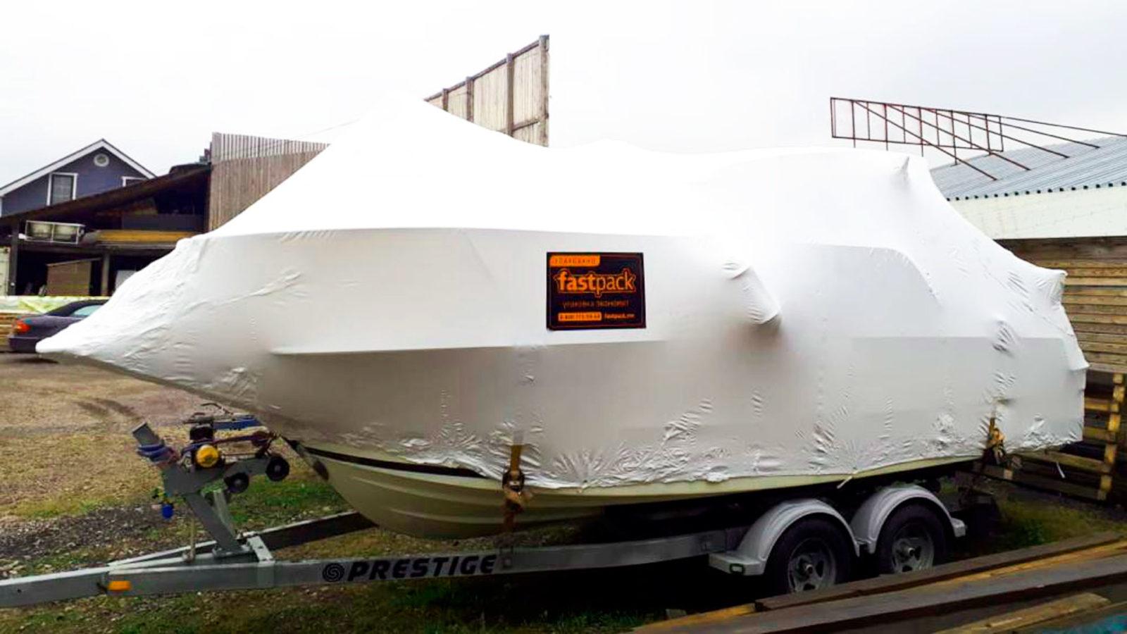 Хранение лодки зимой в термоусадочной пленке