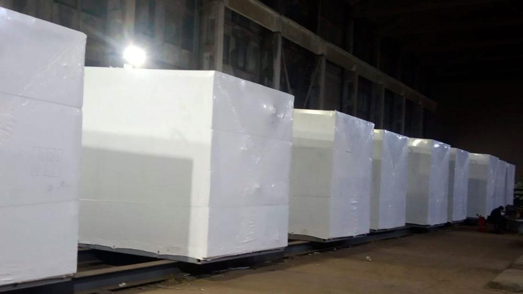 Упаковка контейнера термоусадочной пленкой используется для транспортировки и хранения