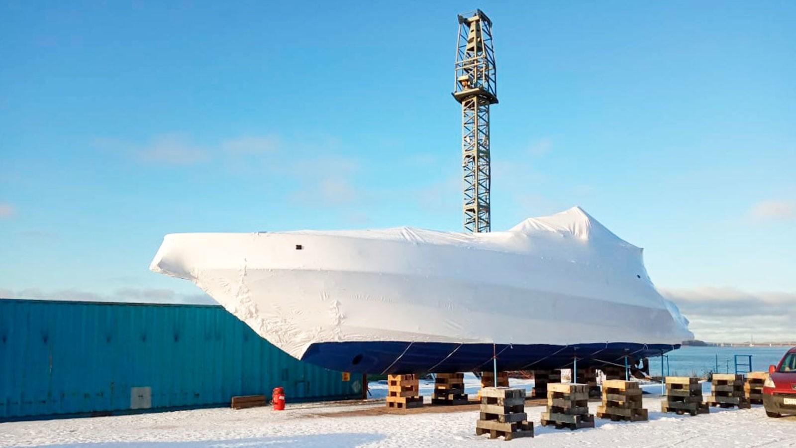 Укрытие судов в термоусадочную пленку проводится в конце навигационного сезона