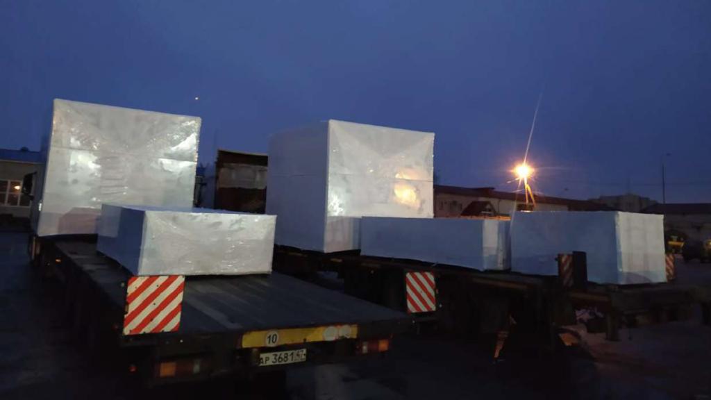 Упаковка груза в Москве в пленку 190 микрон для защиты от осадков во время трансопртировки
